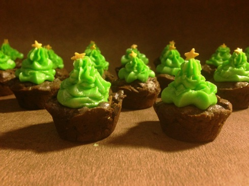 christmas tree forest mini cupcakes piped with a star nozzle and green butter cream