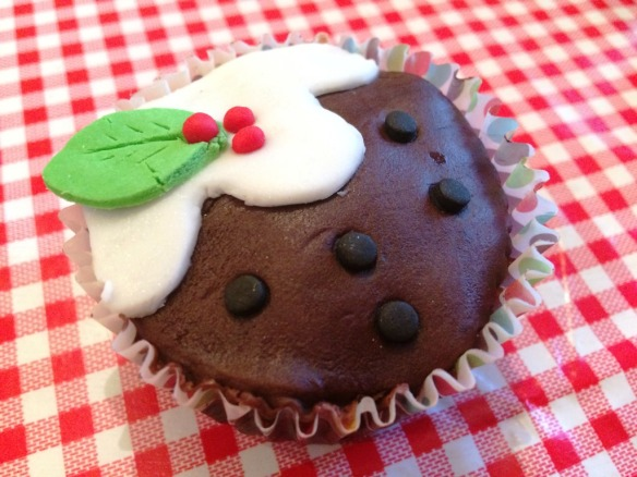 christmas pudding cupcake recipe and method easy to follow make with kids